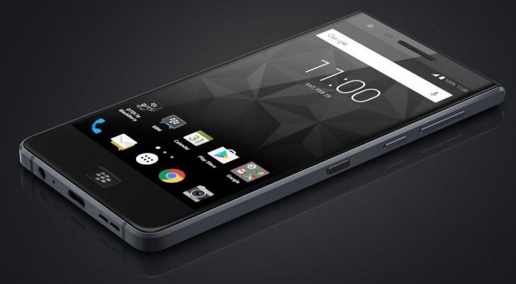 BlackBerry Motion: вид спереди
